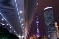 上海 世紀大道から東方明珠タワーの夜景