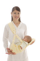 赤ちゃん抱くお母さん