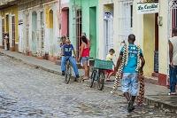 キューバ トリニダー 街角のニンニク売り