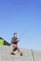 釣りをする女性