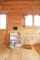 ログハウスの可愛い子ども部屋