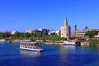 スペイン セビリア 黄金の塔と遊覧船