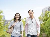 笑顔の日本人夫婦