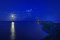 東平安名崎の月の出