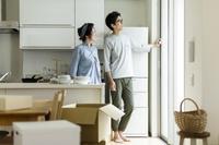 引越をする日本人夫婦