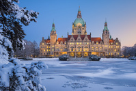 ドイツ 雪に囲まれたハノーファー市庁舎