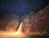 秋田県 鹿角市 夜の銚子の滝と飛沫