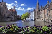 ベルギー ブルージュの街並と運河