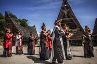 インドネシア サモシール島 バタッ人の伝統舞踊