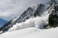 フランス シャモニー 雪崩が起きる瞬間