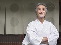浴衣の中高年日本人男性