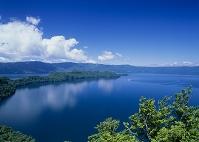 青森県 瞰湖台付近から見る十和田湖