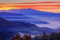 岐阜県 安峰山より紅葉と雲海と乗鞍岳朝焼け