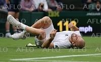 ウィンブルドンで「芝が滑りやすい」と選手らから戸惑いの声