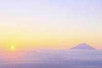 山梨県 櫛形山 朝の富士山と雲海