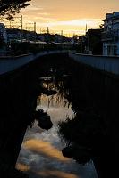 東京都 神田川 川面に映る夕日