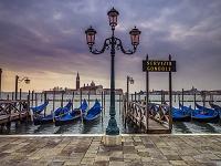 イタリア ベネチア ハーバーと街灯