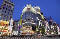 東京都 歌舞伎町 歓楽街の夕景