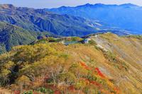 長野県 紅葉の八方尾根より八方池と北信の山並