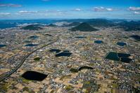 讃岐平野と飯野山(讃岐富士),溜池群