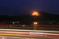 京都府 右大文字の送り火と賀茂大橋の灯り