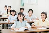 授業をうけている日本人の子供達