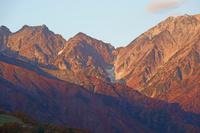 長野県 早朝の不帰ノ嶮左の山と天狗ノ頭右の山