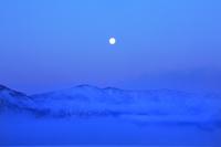 北海道 月明りの屈斜路湖と藻琴山連山