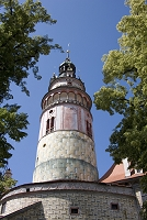 チェコ チェスキー・クルムロフ城の塔と青葉