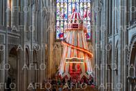 英大聖堂に巨大滑り台 期間限定で設置