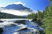 カナダ アサバスカ滝とカークスリン山