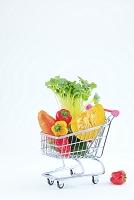 ミニチュアカートに入った野菜