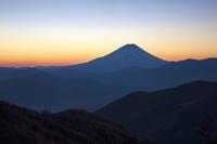 櫛形山から日の出の富士山