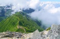 長野県 甲斐駒ヶ岳山頂から鋸岳