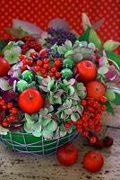 秋の実もののアレンジメント