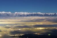 長野県 スーパームーンに照らされた北アルプスの夜景と雲海