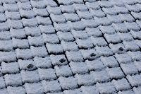 イメージ 落雪防止瓦の屋根の雪