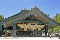 島根県 出雲大社の神楽殿の大しめ縄