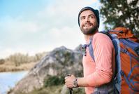外国人男性 ハイキング