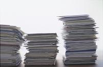 積み重なる書類