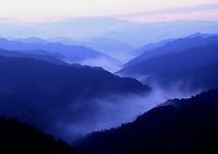 雲海たなびく山の夜明け
