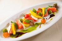 トマトとモッツァレラの野菜サラダ