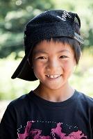 帽子をかぶった日本人の男の子