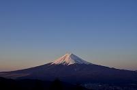山梨県 朝焼けの富士山 三つ峠登山道より