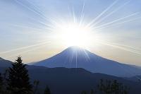山梨県 佐野峠 富士山と朝日 ダイアモンド富士