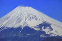 静岡県 愛鷹山上空から見る富士山と宝永火口