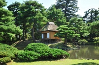 福島県 心字の池の中島にある楽寿亭