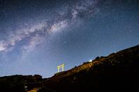 静岡県 富士山登山道の鳥居と星空