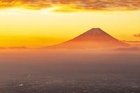 山梨県の甘利山からの富士山の朝焼け