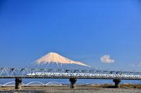 静岡県 東海道新幹線と富士山